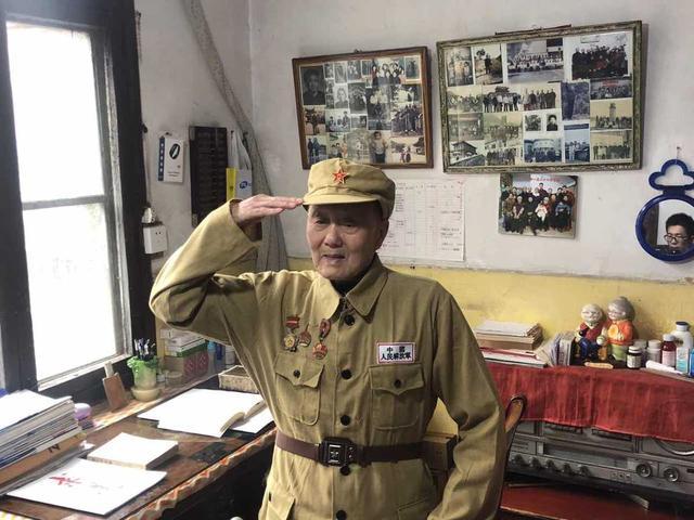 张富清简介,91岁老兵隐藏身份60多年,信息采集时才发现他原来是战斗英雄