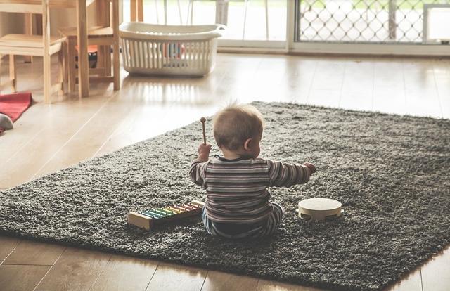婴儿音乐,这10首儿歌,宝宝一听就会笑,大人听了也想蹦蹦跳跳