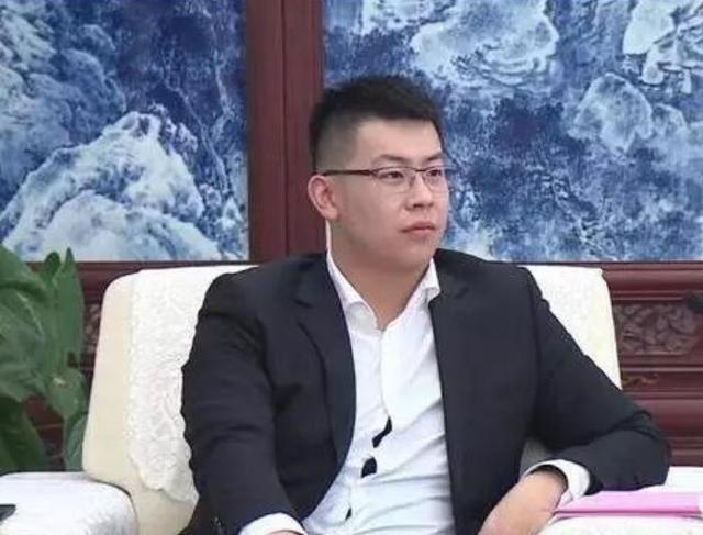 中国年青的亿万富翁,这个人便是王泽龙,他是1996年出世的_