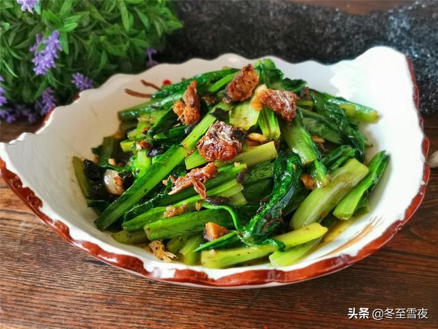 豆豉鲮鱼油麦菜的做法,豆豉鲮鱼油麦菜怎样做好吃?教你炒制小技巧,油麦菜颜色翠绿不黄