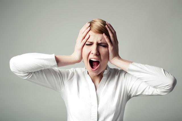 """头疼怎么样可以缓解,好端端为什么会偏头痛?或是4个诱因在""""捣乱"""",3种方法来缓解"""