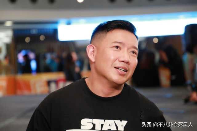 香港明星杜汶泽在社交网络上疯狂暗示毁约知名品牌的大牌明星