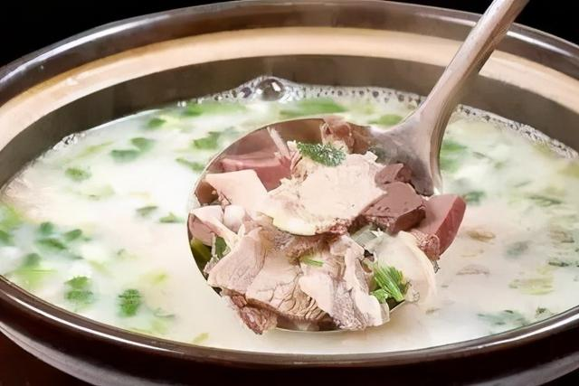 羊肉炖萝卜的做法,萝卜炖羊肉汤,记住不要直接炖,大厨教你一招,羊肉汤不膻还不腥