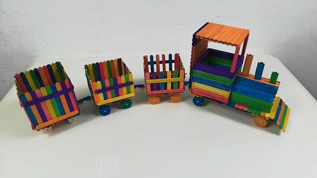火车怎么做,创意模型系列,带你学习如何用雪糕棍制作七彩玩具小火车(图解)