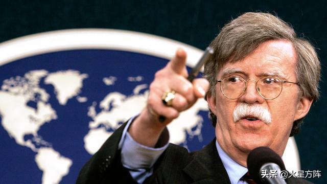 """疯狂的名人,""""上帝要谁灭亡,必先使其疯狂"""",这让我们想到美国安顾问博尔顿"""