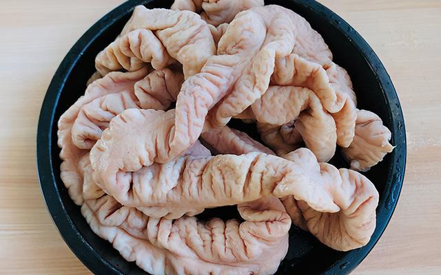 肥肠的做法,猪大肠新吃法,脆皮猪大肠,外皮脆香,做法简单,年夜饭露一手