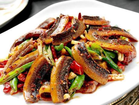 黄鳝的做法,清洗黄鳝黏液时,分享给你1个小窍门,黄鳝好吃下饭,肉嫩特鲜