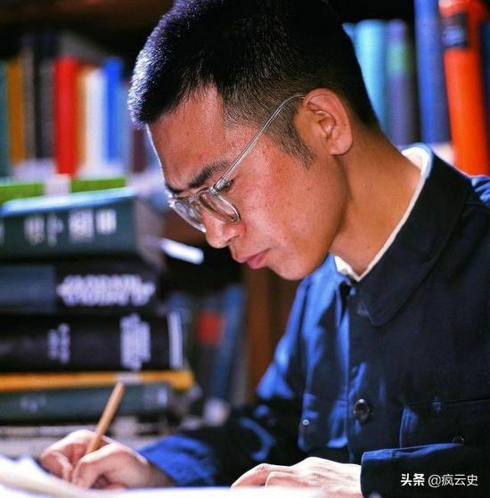 陈景润简介,同样痴迷数学,为何陈景润成为数学家,刘汉清却只能靠低保度日