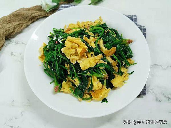 菠菜炒鸡蛋的做法,菠菜炒鸡蛋,别直接下锅,多了这一步,营养更全面,色泽更诱人