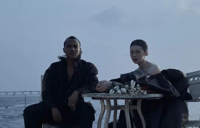 黑人混血球员连交三位中国女友,如今终于成婚,小4岁妻子很漂亮