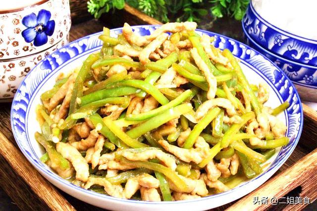 青椒肉丝的做法,做青椒炒肉丝,牢记不能直接下锅,大厨:这两步做好了,鲜嫩下饭