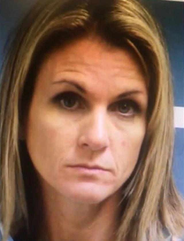 美国母亲用香烟及酒先后引诱女儿2名男朋友,涉嫌性侵未成年被捕 全球新闻风头榜 第2张