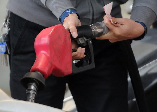 最新油价调整最新消息,油价调整消息:今天3月25日,全国92、95号汽油调整后价格