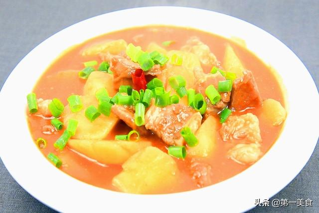 西红柿牛腩的做法,番茄炖牛腩怎么做好吃?掌握好焯水技巧,牛肉软烂入味、汤鲜味美