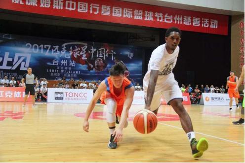 打篮球的技巧,喜欢打篮球的人,这些运球技巧你都会吗?