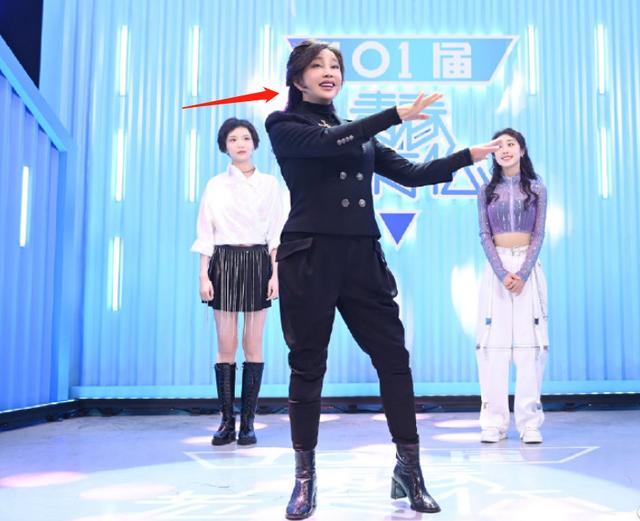 65岁刘晓庆身材太臃肿,葫芦腰围比少女粗一倍,耳垂太长显怪异 全球新闻风头榜 第1张
