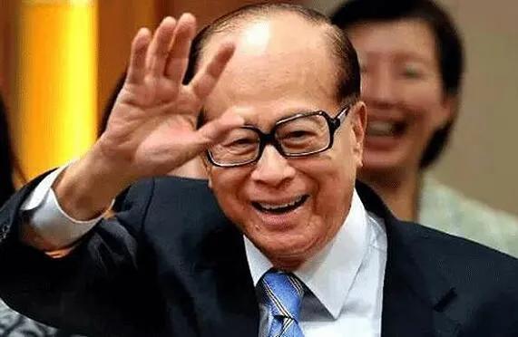"""王健林国外""""疯狂购物""""的姿势与李嘉诚先生买断合同"""