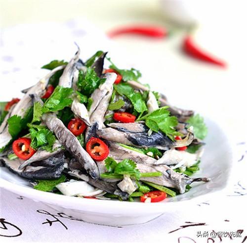鬼姜的吃法,五星级大厨教您云南特色名菜景颇鬼鸡的制作要点,收藏了