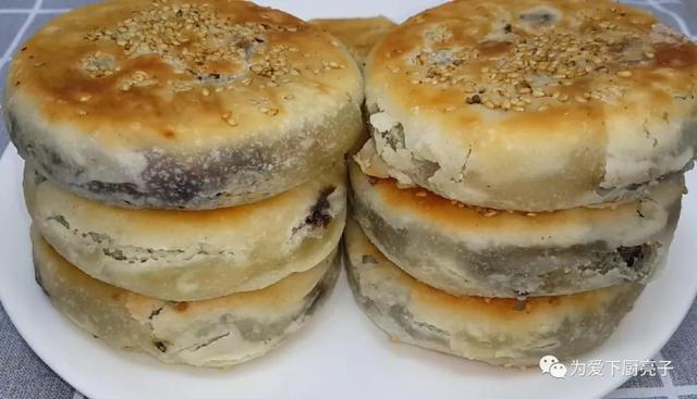 烧饼的做法,烧饼这做法才简单,加半碗芝麻,比买的还好吃,咬一口就香酥掉渣