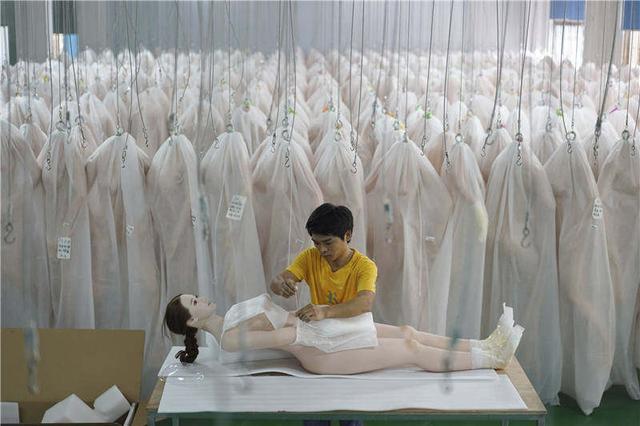 充气娃使用方法,硅胶娃娃在中国:性、财富和限制