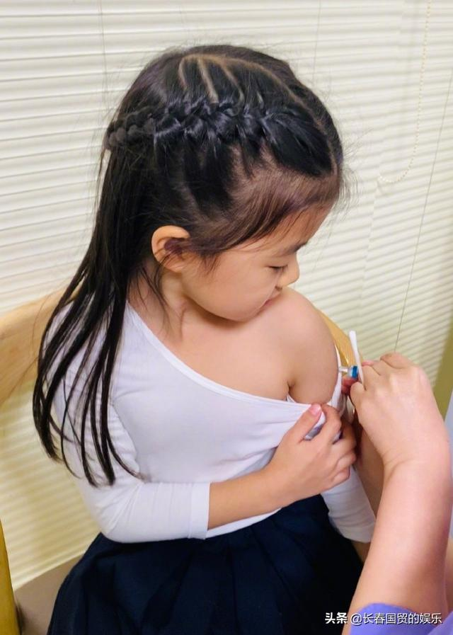 章子怡5岁女儿近照曝光,接种疫苗从容淡定十分勇敢 全球新闻风头榜 第4张