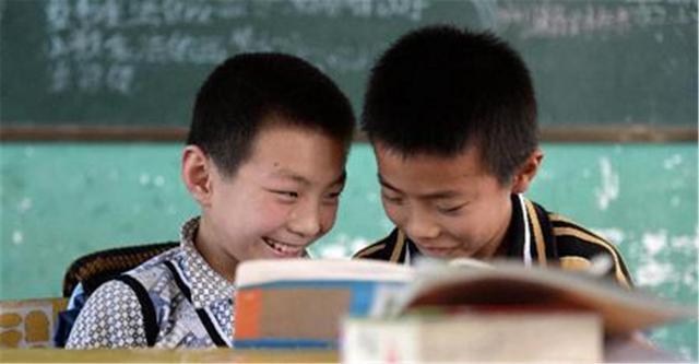 给句子,小学生给句子加标点符号,女孩和男孩的差距逗乐网友:人间真实