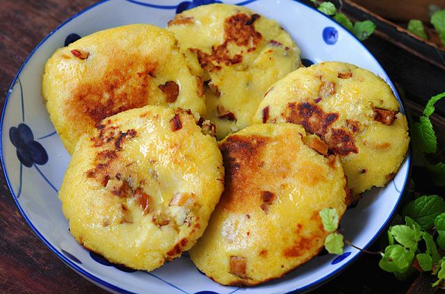 玉米饼的家常做法,不管男人女人,年过40多,吃红枣玉米饼,入锅一烙,喷香