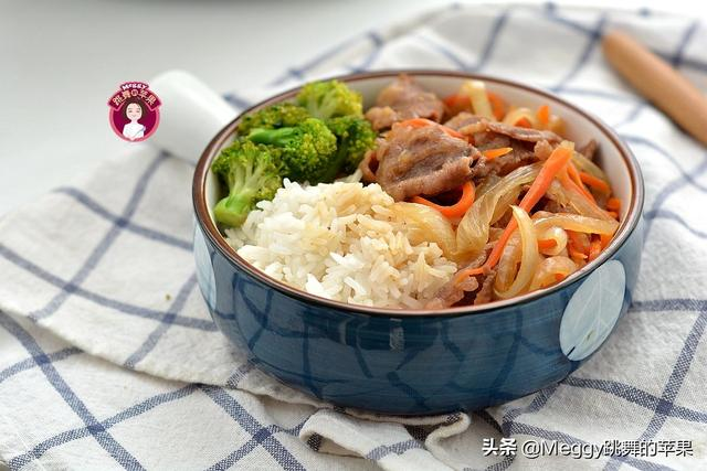 丼怎么读,天冷想吃肉,做了一锅洋葱肥牛饭没吃够,比吉野家的好吃还实惠