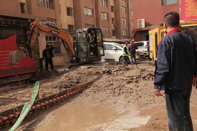呼和浩特一小区供热管道爆裂,银行地下室被淹 全球新闻风头榜 第5张