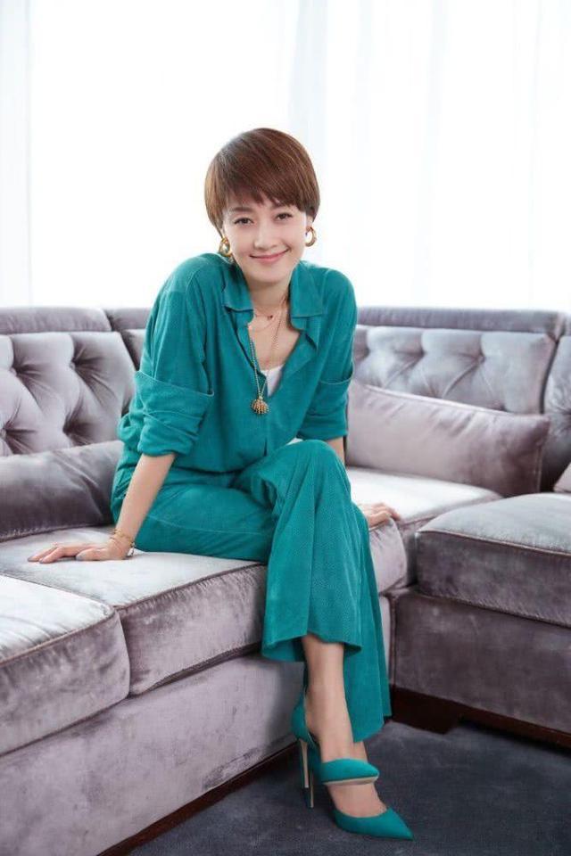 马伊琍注册资金700元,她持仓95%,担任企业监事会主席兼经