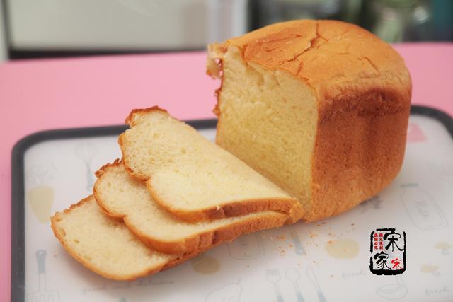 面包机怎么做面包,最详细的面包配方,1台机器就搞定,柔软香甜又营养,吃不够