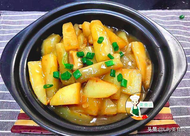 白萝卜的吃法,冷天,白萝卜这样做实在太鲜了,不放肉焖也很香,营养好吃又暖身