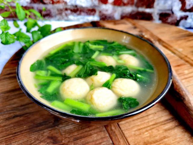 鱼丸的吃法,鱼丸青菜汤:吃惯了大鱼大肉,吃这道菜会感觉特舒服