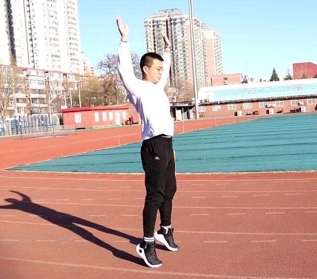 立定跳远技巧,北京中小学体育考试项目立定跳远训练方法,建议收藏