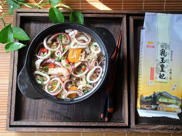 海鲜饭的吃法,十分钟就能搞定的快手海鲜焖饭,鲜美又营养,懒人必备的不二美食