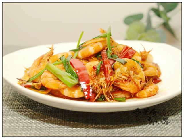 海虾的做法,爆炒小海虾,带壳的虾肉吃起来更带劲,鲜美脆口,做起来也不难
