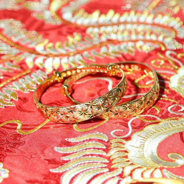 手镯的寓意,婚礼小知识,结婚手镯是买一双还是一个