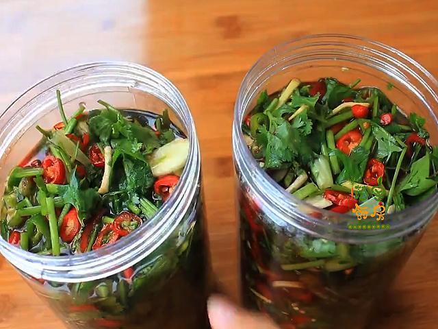 香菜的吃法,香菜别再煮火锅了,试试这个吃法,香辣入味特解馋,比榨菜下饭
