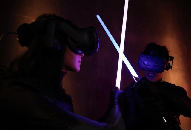 vr世界,他们将无限 VR 世界压缩在一间 50㎡ 的房子里