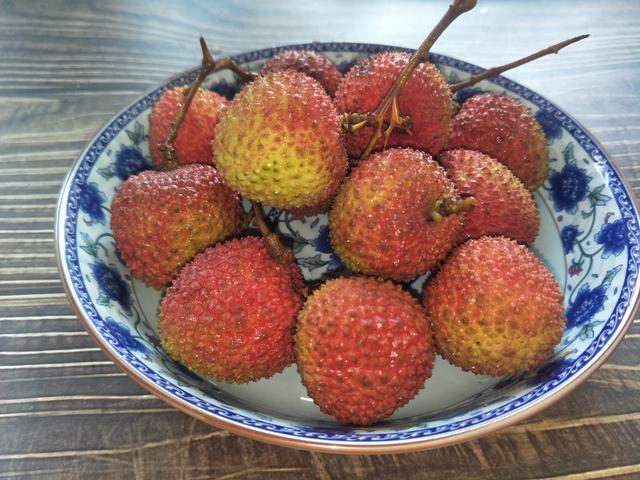 荔枝的吃法,这才是荔枝的完美吃法,夏天清凉降温,比冰淇淋还好吃