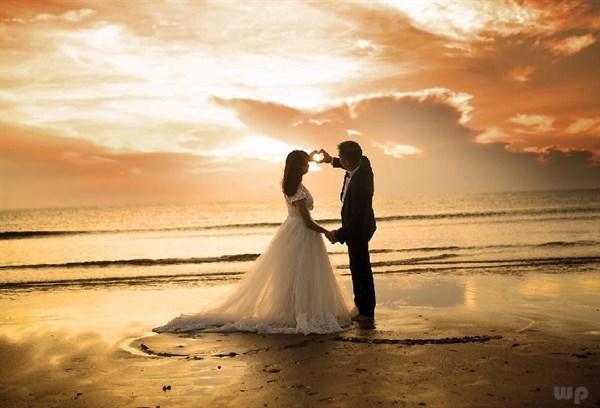 经典的爱情句子,特别经典的爱情语录,精辟有道理,每一句都深入人心