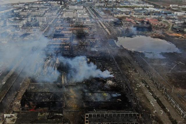 """盐城""""3·21""""爆炸已有62人遇难 事故核心区出现巨"""
