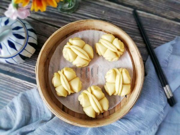 花卷的各种做法图解,#带着美食去踏青#玉米面花卷~和春花一起绽放
