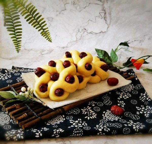 花卷的各种做法图解,这个花卷都点儿甜!一把红枣一碗面,香甜松软,美容又养颜!