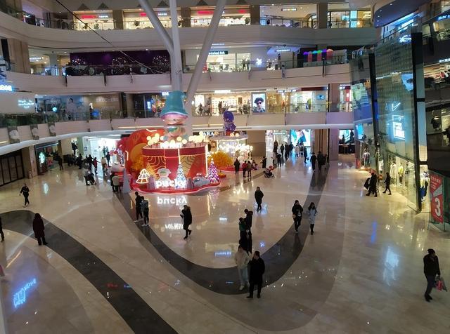"""婴儿用品店,亲子馆成引流""""标配""""?实探北京传统商圈,业内称零售业复苏期远未到来"""