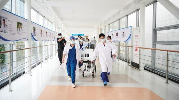 """医院婴儿,最小宝宝510克,新华医院182名住院患儿如何""""搬家""""?"""