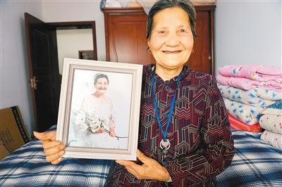 姓崔的名人,一次偶然机会 80岁崔奶奶成了全国网红