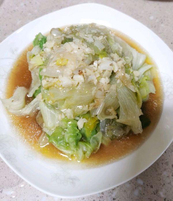 生菜的吃法,冬日里的蒜香浇汁圆生菜,转身盘子就精光
