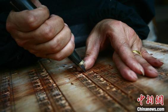 """印刷,中国印刷博物馆传承古老""""雕版印刷""""技艺"""