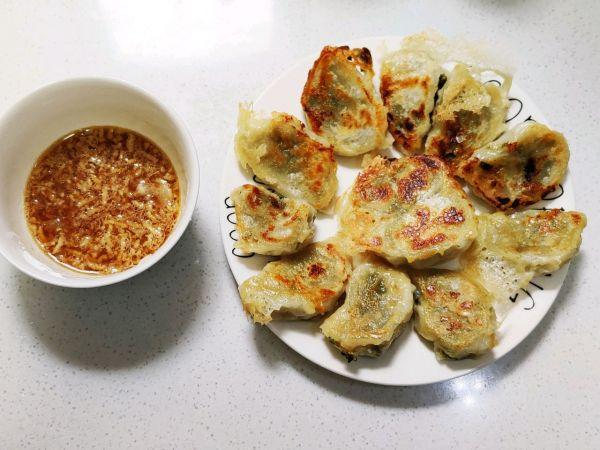 煎饺的做法,懒人福利,超简单的快手菜快手煎饺